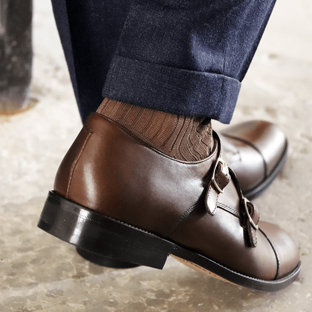 Men's buckles shoes
